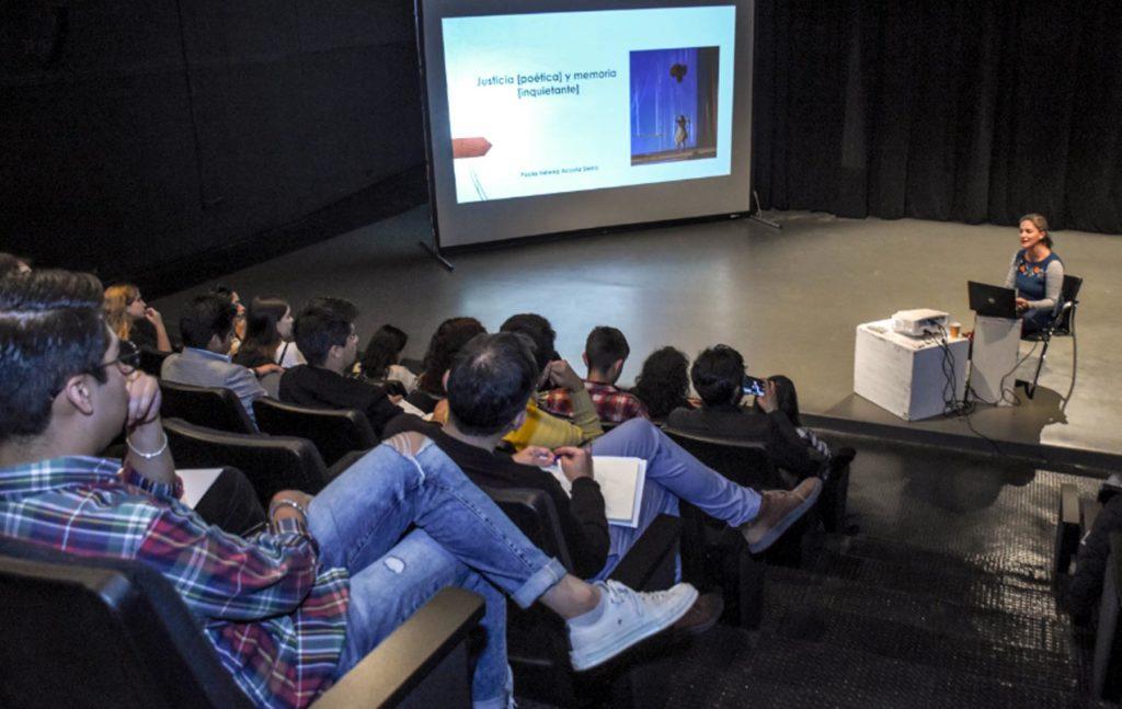 El arte dramático por medio de las dramaturgias del conflicto aporta a la enseñanza de la historia reciente