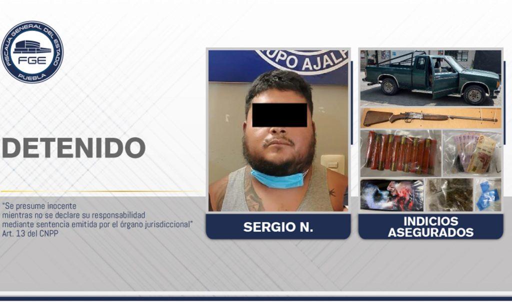 En Zinacatepec, Fiscalía detuvo a un hombre con arma y droga