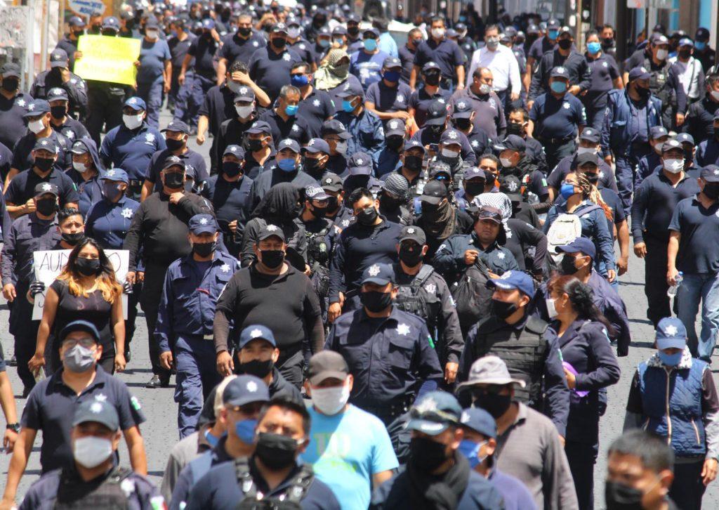 El gobierno de Barbosa presume aumento histórico; policías estatales en paro lo rechazan