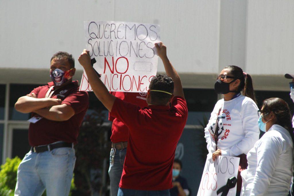 Muerte de camilleros eventuales desata paro de labores del hospital del ISSSTE en Puebla