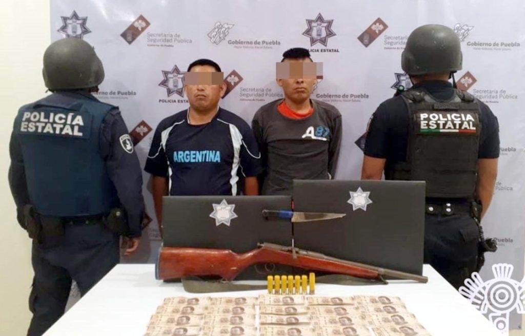 Asegura Policía Estatal a dos presuntos asaltantes en Chilac