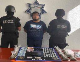 En Atlixco, Policía Estatal detiene a presunto narcomenudista