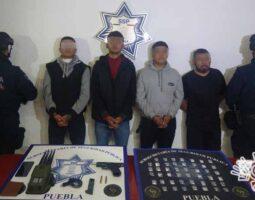 En flagrancia, captura Policía Estatal a cuatro por robo de tractocamión