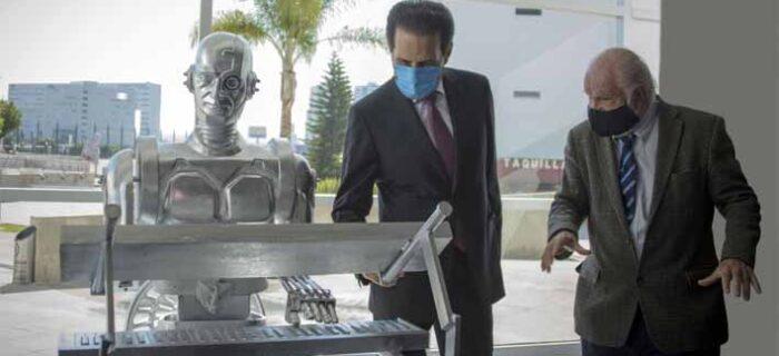 "BUAP devela escultura a Don Cuco ""El Guapo"", primer robot mexicano con inteligencia artificial"