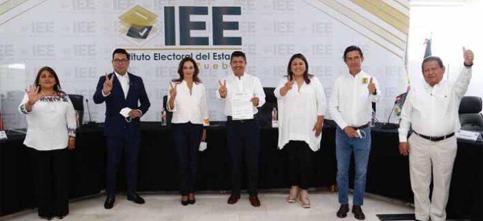 5 fuerzas políticas respaldan registro de Eduardo Rivera ante el IEE
