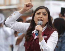 En su segundo día, Claudia Rivera vuelve a encarar al electorado