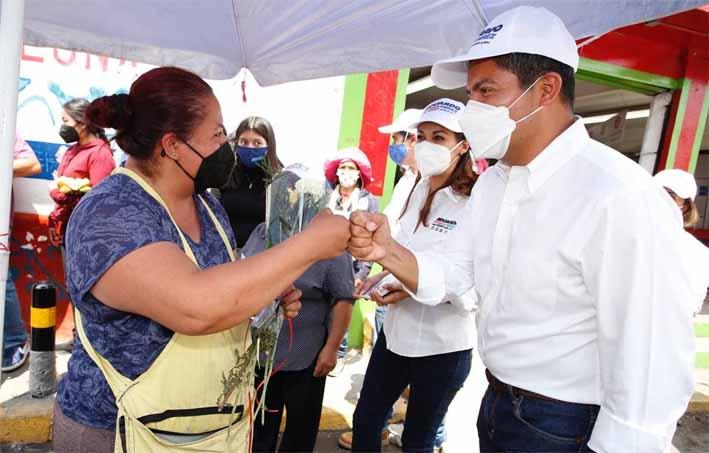 Eduardo Rivera Pérez abrirá centros de capacitación para madres jefas de familia