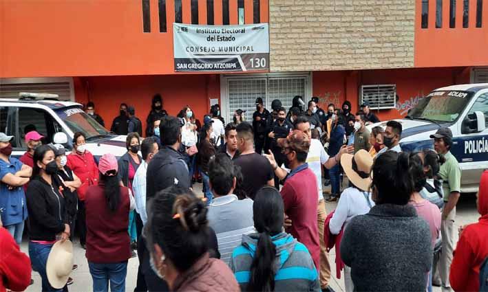 Estalla la violencia en San Gregorio Atzompa por elecciones