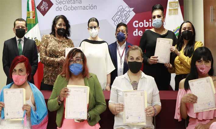 Puebla entrega las primeras actas de reconocimiento de identidad de género