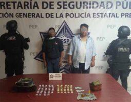 Les aseguran droga a dos presuntos narcomenudistas