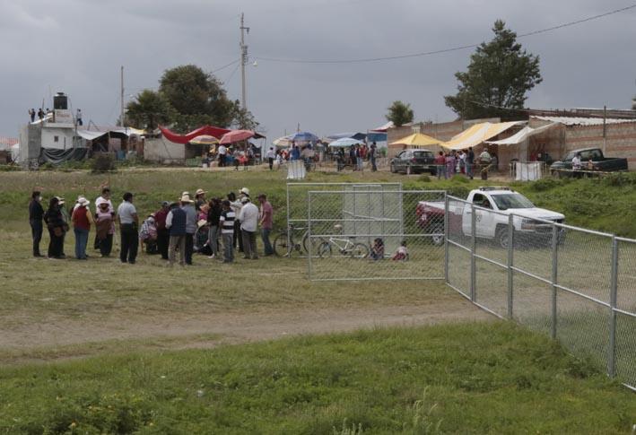Pobladores de Santa María Zacatepec se oponen a la instalación de alambrada en zona del Socavón