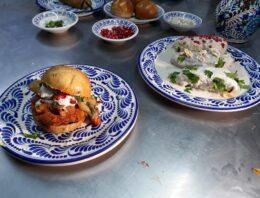 Una hamburguesa de… ¿Chile en Nogada? ¡Sí existe!