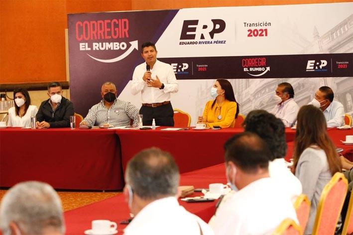 Eduardo Rivera Pérez sostiene encuentro con taxistas y transportistas