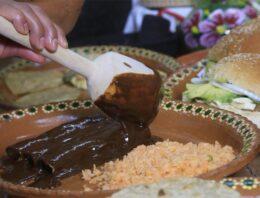 Prepara San Lucas Atzala venta de mole tradicional