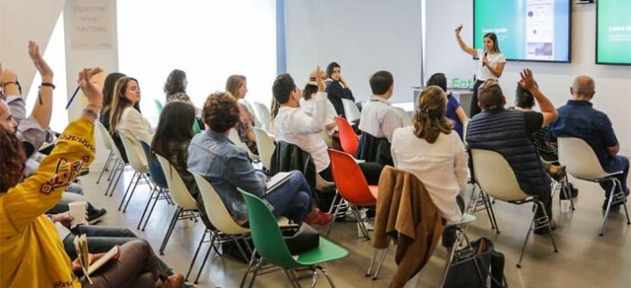 Egresada UDLAP impulsa el empoderamiento de mujeres y la capacitación en marketing digital a emprendedores