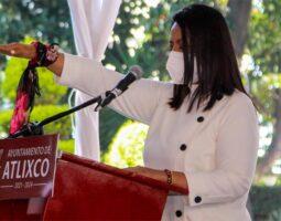 El gobernador Miguel Barbosa toma protesta a Ariadna Ayala como alcaldesa de Atlixco
