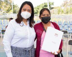 Entregan en Atlixco 170 documentos de titularidad a mujeres del sector agrario