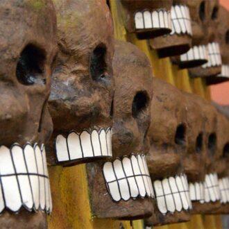 La caída de la Gran Tenochtitlán, tema de la Ofrenda de Muertos en el Museo Universitario Casa de los Muñecos